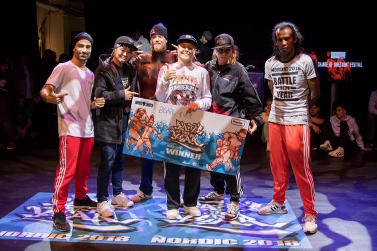 B-girl battle 1vs1 winner Ramona FIN